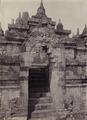 KITLV - 172134 - Kurkdjian - Soerabaia - Stairs at Borobudur in Magelang - circa 1920.tiff