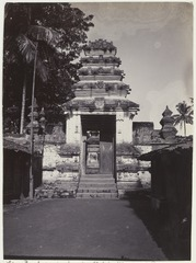 KITLV 3847 - Kassian Céphas - Port for the second courtyard of the mosque at Pasar Gede - 1896.tif