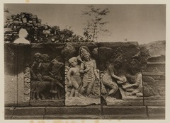 KITLV 40021 - Kassian Céphas - Reliefs on the terrace of the Shiva temple of Prambanan near Yogyakarta - 1889-1890.tif