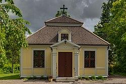 Karlholms kyrka June 2013.jpg