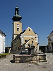 Kath. Pfarrkirche hll. Petrus und Paulus in Thaya.jpg