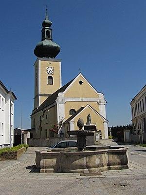 Kath._Pfarrkirche_hll._Petrus_und_Paulus_in_Thaya.jpg