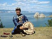 Buryat-ŝamano sur Olkhon Island.