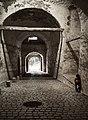Kleiner Mensch im großen Tunnel.jpg