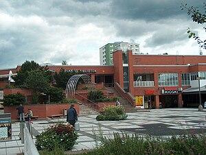 Koivukylä - Koivukylä central square and library