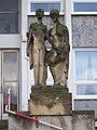 Kolátorova, poliklinika Pod Marjánkou, socha Matka se synem.jpg