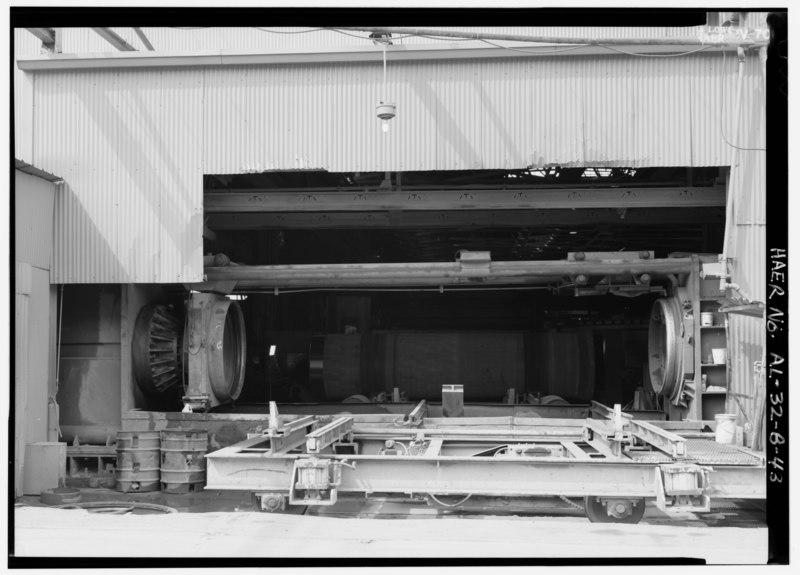 File:LARGE DIAMETER - WATER TEST MACHINE, DOORS OPEN. - United States Pipe and Foundry Company Plant, Pipe Casting and Testing Area, 2023 St. Louis Avenue at I-20-59, Bessemer, HAER ALA,37-BES,6B-43.tif