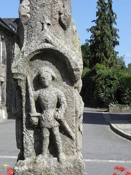 Croix monumentale du XVème siècle sise place de l'église, commune de La Ferrière (22). Saint-Salomon.
