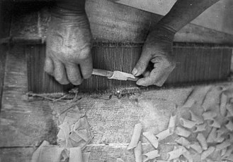 Reed (weaving) - Preparing of traditional maccheroni al pèttine in Emilia-Romagna, Italy