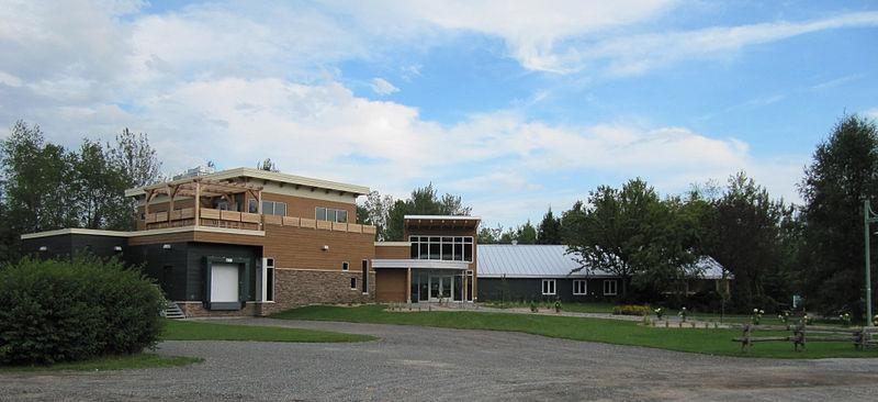 File:Lac Boivin - Bâtisse principale du Centre d'Interprétation de la Nature du Lac Boivin.jpg
