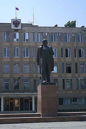 Lenin monument in georgievsk.jpg
