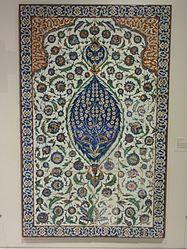 Français: Panneau de revêtement mural à décor floral, provenant du mausolée du sultan ottoman Selim II (1566-1574)