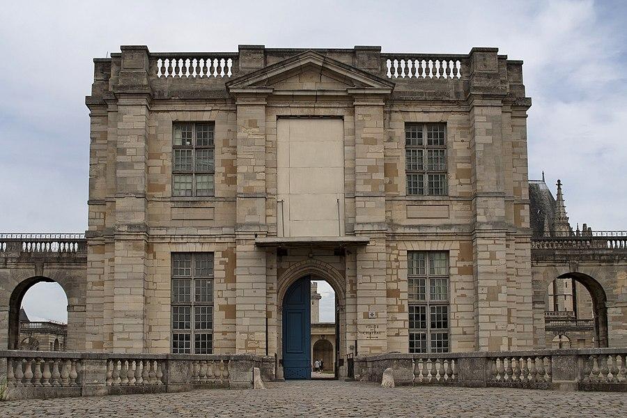 Entrée principale (côté rue) du château de Vincennes (94)