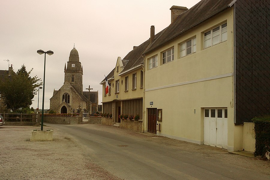 Église Saint-Martin  et mairie des Veys