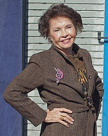 leslie caron biography