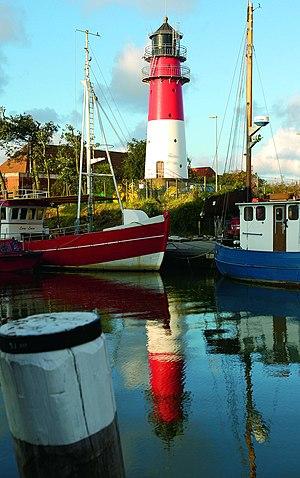 Büsum Lighthouse - Image: Leuchtturm mit Schiffen