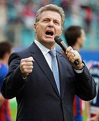 Lev Leshchenko singing, 2012.jpg