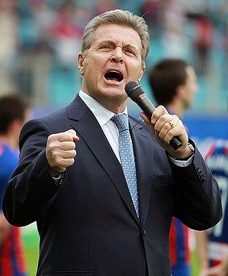 Lev Leshchenko - Image: Lev Leshchenko singing, 2012