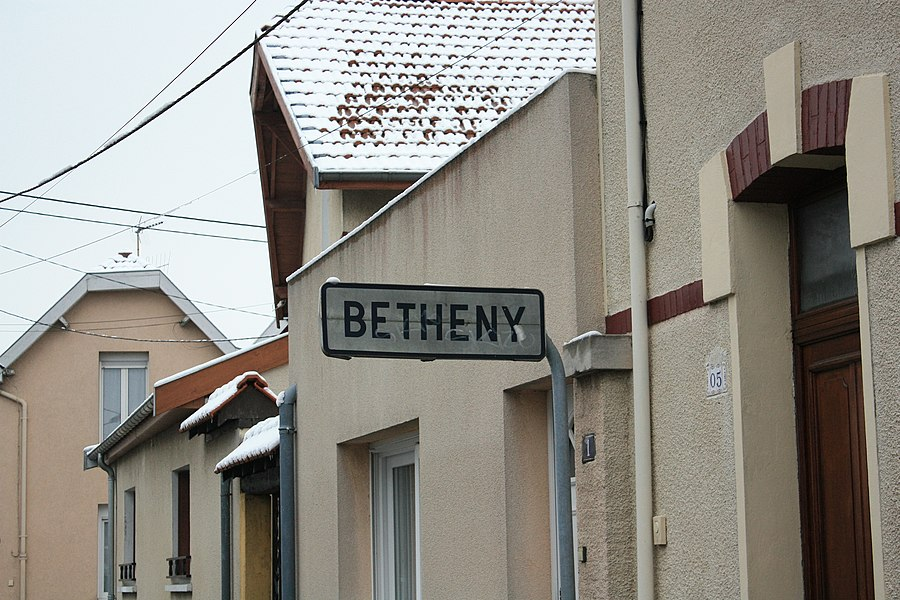 Border sign between Reims and Betheny