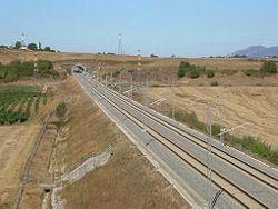 Linea AV Roma-Napoli vicino Anagni.jpg