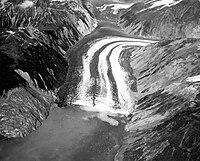 Lituya Bay rockslide 2.jpg