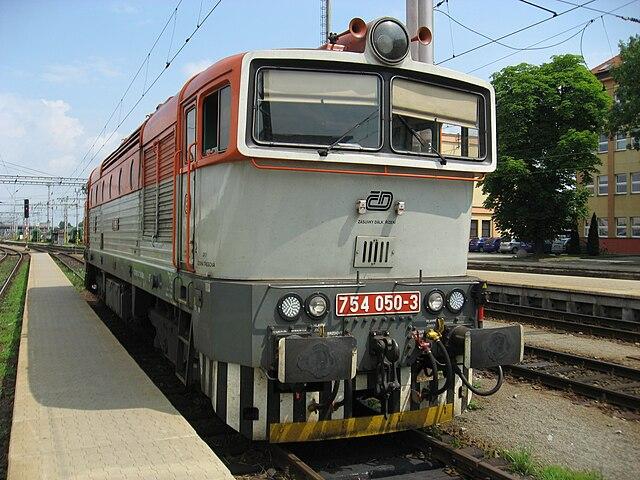 Lokomotiva 754 v Hradci Králové.jpg