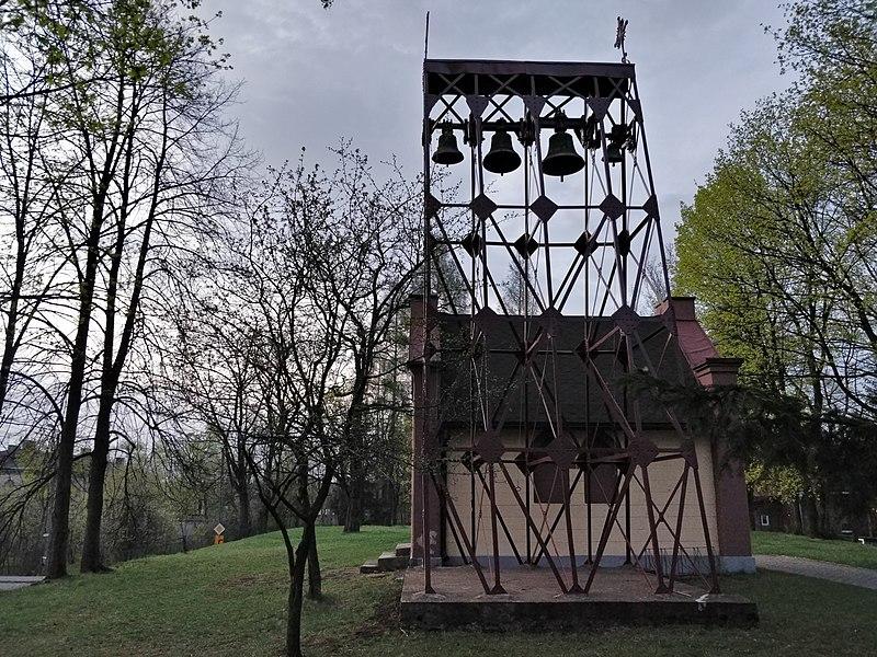 File:Maczki dzwonnica.jpg