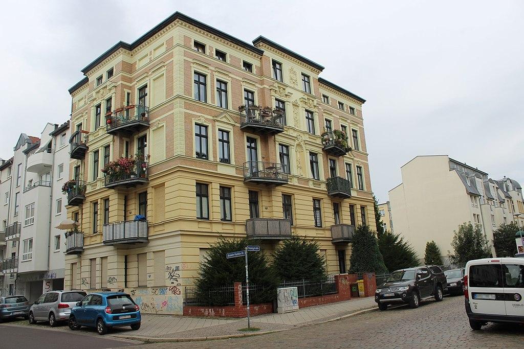 1024px-Magdeburg_A.-Puschkin-Str._22.jpg