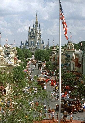 English: Main Street at the Magic Kingdom, Wal...
