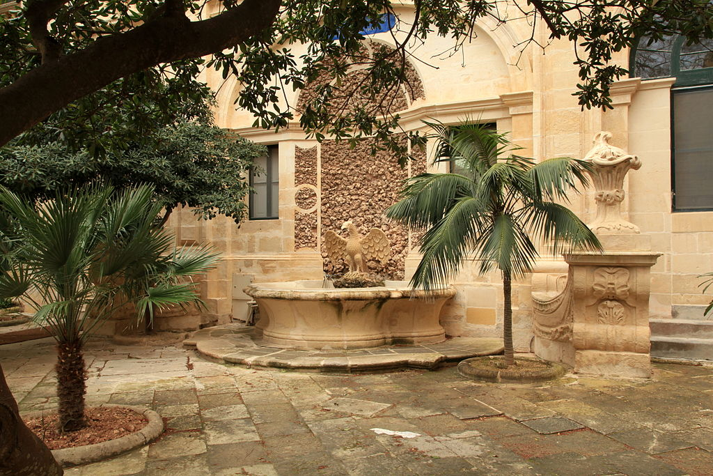 Malta - Valletta - Triq ir-Repubblika - Misrah San Gorg - Grandmaster's Palace courtyards 09 ies.jpg