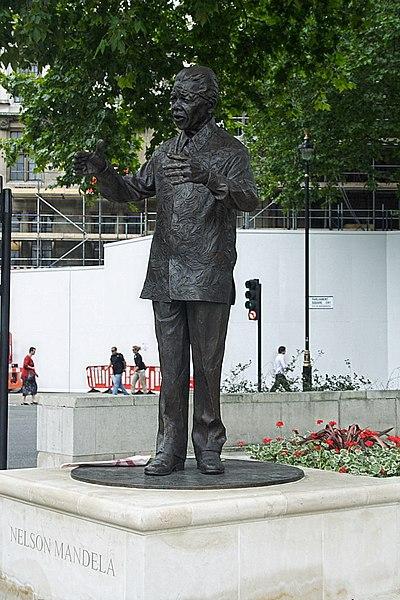 File:MandelaStatue.jpg