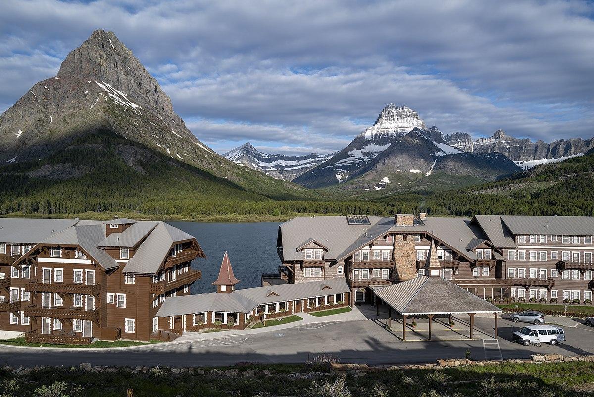 Many Glacier Hotel - Wikipedia