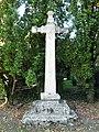 Maurens 24 croix à côté église (1).jpg