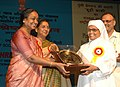 Meira Kumar presenting Vayoshrestha Samman-2006 to the little sisters of the poor- home for aged of Andhra Pradesh for institution of Service, as a part of International Day of Older persons, in New Delhi.jpg