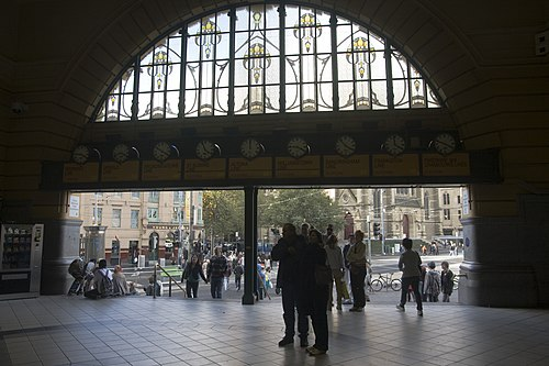 Flinders Street Station leadlight, 9 April 2012 (Photo by Maksym Kozlenko, via Wikimedia Commons)