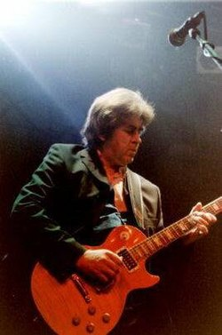 Mick Taylor onstage The Lucky.jpg