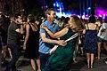 Miles de personas convierten la explanada de la calle Bailén en una gran pista de baile 06.jpg