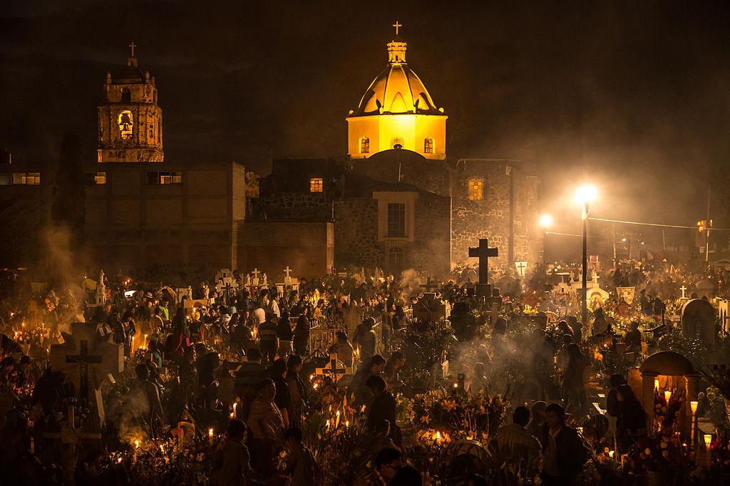 Día de muertos en el cementerio de San Andrés Míxquic, México.