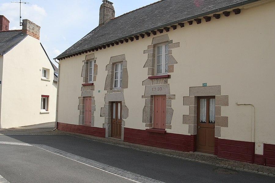 Maison de Mohon, datée de 1733.