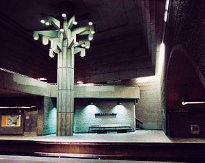 Georges-Vanier station - Concrete sculpture entitled Un Arbre dans le Parc (A tree in the park).
