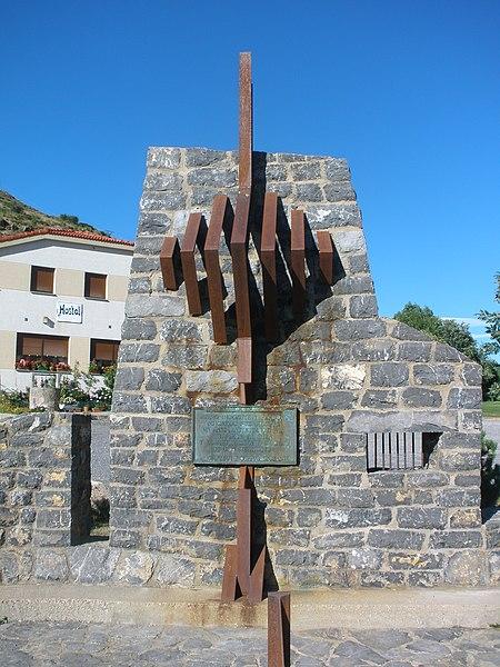 File:Monumento en honor del capitán Lozano, en el alto de Aralla, Sena de Luna, en agosto de 2012 02.JPG
