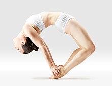 220px Mr yoga tip toe bow pose 2 yoga asanas Liste des exercices et position à pratiquer