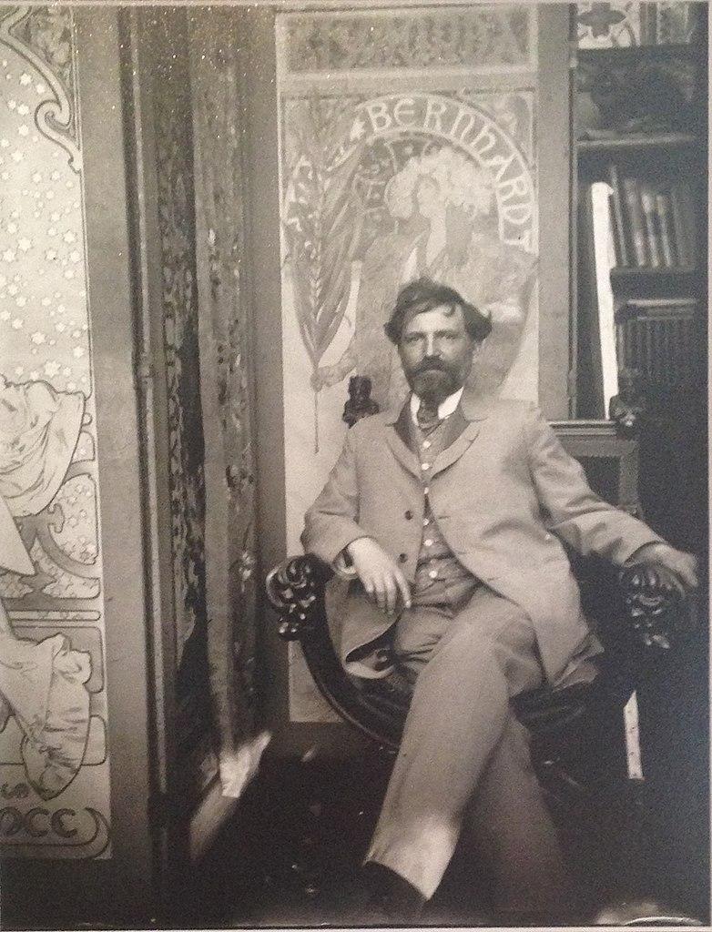Photo de Mucha dans son studio. Musée Mucha à Prague.