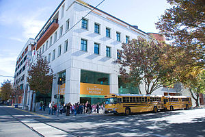 The California Museum - Students arriving to visit The California Museum