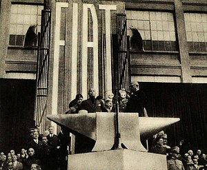 Economic history of Italy - Benito Mussolini giving a speech at the Fiat Lingotto factory in Turin, 1932.
