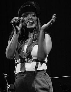 NDea Davenport American recording artist, dancer, performer and producer