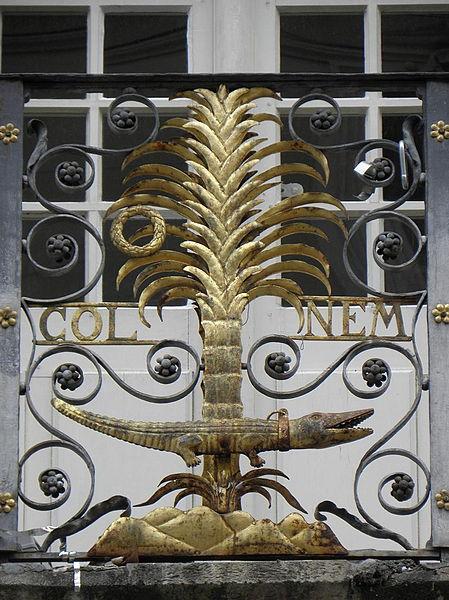 Grille du balcon de la façade principale de l'Hôtel-de-Ville (30).