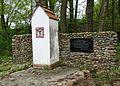 NIEWIERZ 03 pomnik F.jpg