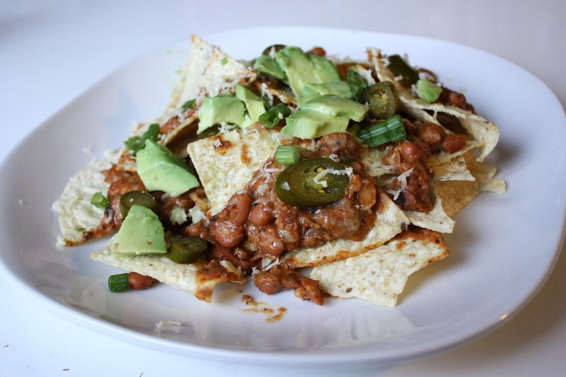 File:Nachos with guacamole.jpg