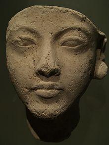 Testa di Nefertiti. Ägyptisches Museum und Papyrussammlung, Neues Museum, Berlino.